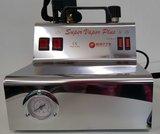 Professionele stoominstallatie met persbout op tank van 2 liter
