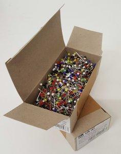 Veel glaskopspelden in een doosje